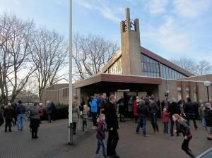 Drukte voor de Maranatha kerk