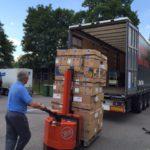2016-07-08 laden van de dozen voor Zerindu Mic